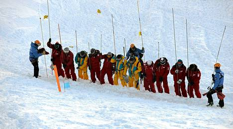 Lumivyöryharjoitus Les Deux Alpes -hiihtokeskuksessa Ranskassa joulukuun 11. päivänä.