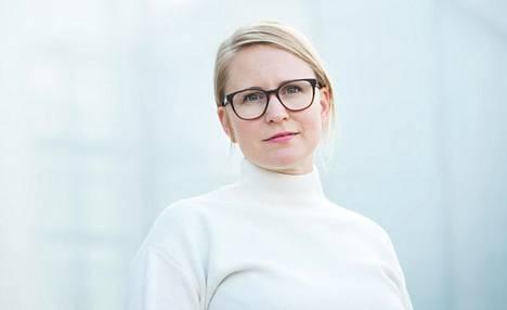 Noora Buser kannustaa yrityksiä luomaan työkulttuuria, jossa on tilaa myös vapaamuotoisille keskusteluille.