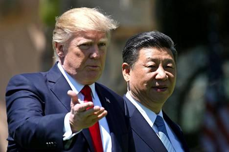 Presidentti Trump kertoo päättäneensä iskeä Syyriaan kesken Kiinan presidentin Xi Jinpingin vierailun Trumpin Floridan-huvilalla viime viikolla.