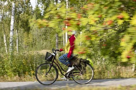 Pyöräliitto on järjestänyt erityisesti aikuisille maahanmuuttajanaisille suunnattuja pyöräilykursseja. Pyöräilyn on nähty auttavan työnsaannissa ja avaavan elämään uusia mahdollisuuksia.