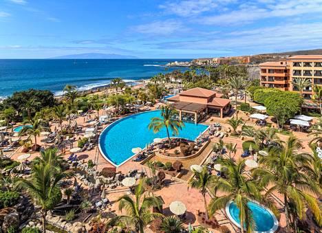 Costa Adeje Palace on noin tuhannen ihmisen hotelli Teneriffalla.