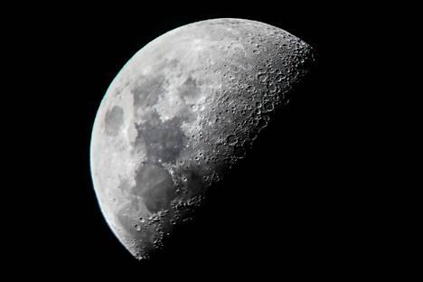 Kuu kuvattuna Mandalayn kaupungista Myanmarista kesäkuussa 2019.