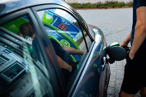 Polttoaineiden verotus kiristyi viimeksi elokuun alussa 2020. Korotus nosti bensiinin ja dieselin hintaa 6–7 senttiä litralta.
