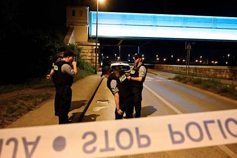 Poliisi eristi Zagrebissa alueen, jossa sijainneessa kerrostalossa surmattiin kuusi ihmistä.