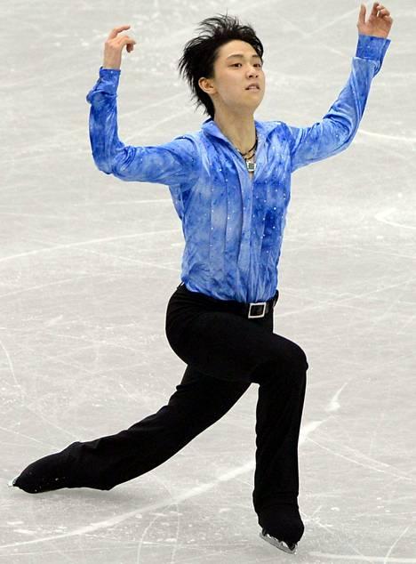 Japanin Yuzuru Hanyu luisteli torstaina uudet ME-pisteet Fukuokassa.