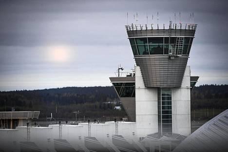 Lennonjohtotorni Helsinki–Vantaan lentokentällä 20. lokakuuta 2020.