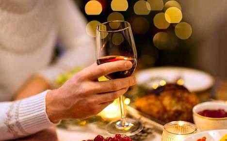 HS-testissä etsittiin hyvää viiniä kinkun kyytipojaksi.