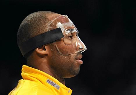 Kobe Bryant hikoili rajusti maskissaan.