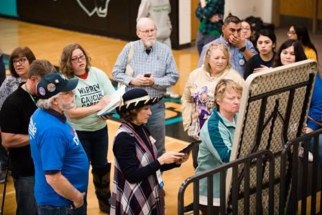 Äänestäjät seurasivat äänten kirjaamista tarkkaan.