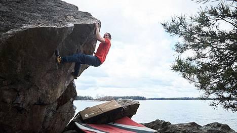 Ammattikiipeilijä sekä hallitseva Suomen ja Pohjoismaiden boulderoinnin mestari Anthony Gullsten.