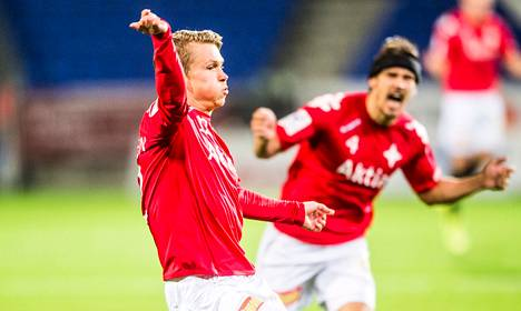 HIFK:n Otto-Pekka Jurvainen juhli maaliaan Veikkausliigan ottelussa FC Lahtea vastaan.