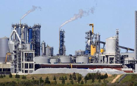 Zimbabwen turmassa kuollut Heikki Vappula johti UPM:n Biorefining -liiketoimintaa, ja hänen alaisuudessaan oli UPM:n tähän mennessä suurin investointisuunnitelma, Uruguayn toinen sellutehdas. Kuvassa vuonna 2007 toimintansa aloittanut UPM:n tehdas Uruguayn Fray Bentosissa.
