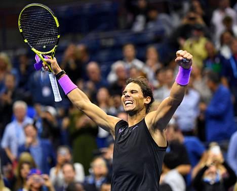 Rafael Nadal juhlisti hyvää peliään Italian Matteo Berrettiniä vastaan perjantaina.