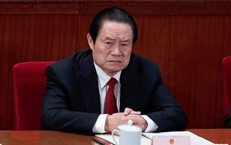 Zhou Yonkang istui Kiinan kansankongressin päätösseremoniassa keväällä 2012, kun hän oli vielä valtansa huipulla. Noin vuoden päästä Zhou joutui syytteisiin korruptiosta.