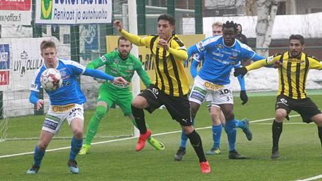 Viime kauden alussa Rovaniemen Palloseura ja FC Honka pelasivat kauden avauksessa Rovaniemen Keskuskentällä.
