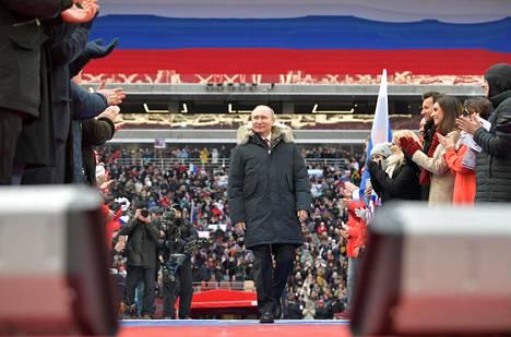 Venäjän presidentti Vladimir Putin esiintyi itsevarmana vaalitilaisuudessaan 3. maaliskuuta Moskovassa.
