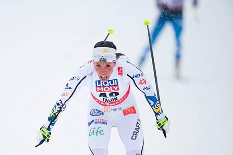Ruotsin Charlotte Kalla hiihti kotiyleisön edessä maailmanmestariksi.