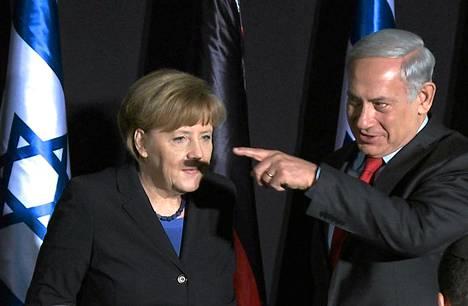 AFP välitti stillkuvan videosta, jolla näkyy kansainvälistä huomiota herättänyt tilanne Saksan liittokansleri Angela Merkelin ja Israelin pääministeri Benjamin Netanjahun tiedotustilaisuudessa Jerusalemissa tiistaina.
