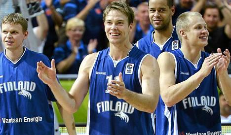 Petteri Koponen (kesk) ja Sasu Salin (oik) kohtaavat Eurocupissa.