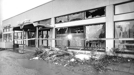 Omatekoinen pommi vaurioitti Buffalo Beef -ravintolan lisäksi viereistä autoliikettä.