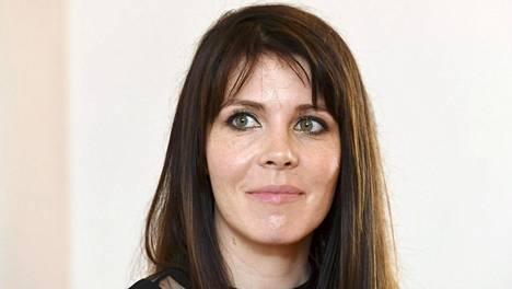 Riikka Pulkkisen (s. 1980) romaani Lasten planeetta käyttää avioeroa ikkunana isompaan muutokseen.
