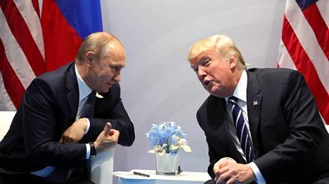 Venäjän presidentti Vladimir Putin ja Yhdysvaltain presidentti Donald Trump Hampurin-tapaamisessa heinäkuussa 2017.