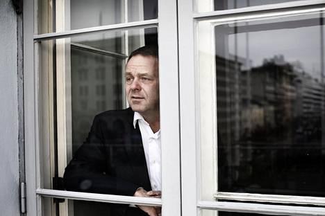 """""""Valtakunnan politiikassa perussuomalaisten pelko ohjaa kokoomusta ja keskustaa tekemään asioita, joita ne eivät muuten tekisi"""", sanoo Helsingin pormestari Jan Vapaavuori (kok)."""
