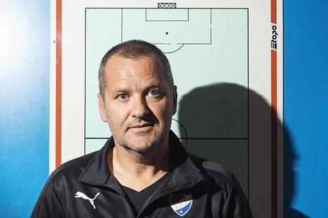 HIFK:n päävalmentaja Tor Thodesen joukkueen pukukopissa Telia 5g -areenalla.