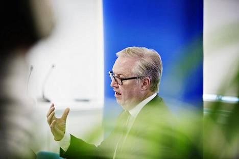 Akavan puheenjohtajan Sture Fjäderin mukaan selvitys osoittaa, että kilpailukielto- ja salassapitosopimukset ovat jäykistävät työmarkkinoiden toimintaa.