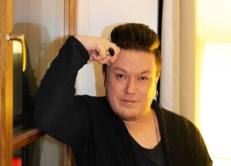 Laulaja Jesse Kaikuranta vei voiton neljässä kategoriassa Iskelmä Gaalassa.