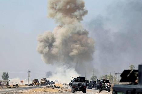 Ilmeisesti Isisin taistelijoiden asentama tienvarsipommi räjähti Irakin asevoimien erikoisjoukkojen edessä näiden edetessä torstaina kohti Bartellan pikkukaupunkia Mosulin itäpuolella Irakissa.
