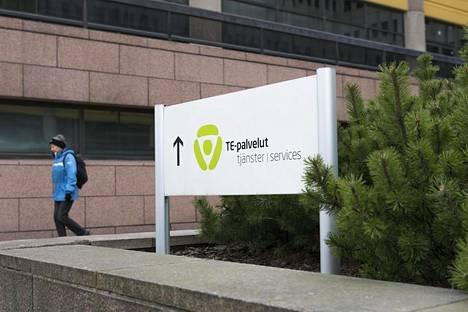 Kantar TNS:n mukaan kaksi prosenttia työllisistä eli noin 50000 suomalaista on joutunut pandemian vuoksi työttömäksi.