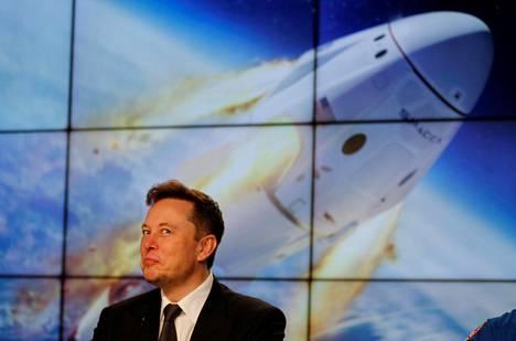 """Space X:n perustaja ja toimitusjohtaja, miljardööri Elon Muskin mukaan Space X:n tarkoitus on """"rakentaa internet avaruuteen""""."""