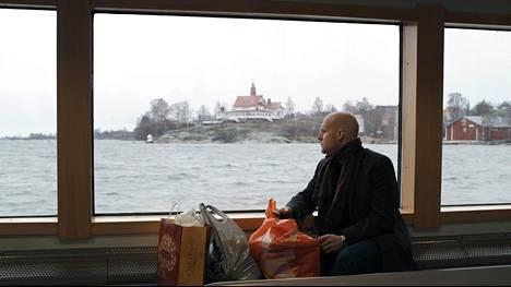 Ykä Nieminen on matkalla ex-vaimonsa uuteen kotiin viettämään joulua.