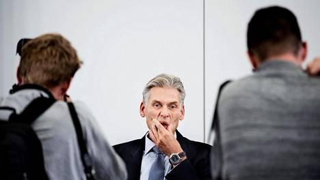 Danske Bankin eronnut pääjohtaja Thomas Borgen kuvattiin ennen rahanpesuskandaalia käsittelevää lehdistötilaisuutta Kööpenhaminassa keskiviikkona.