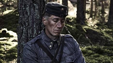 Jussi Vatanen näyttelee vänrikki Koskelaa uudessa Tuntemattomassa. Elokuva tulee ensi-iltaan lokakuussa.