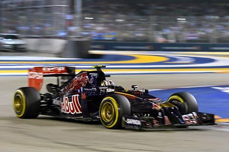 Max Verstappen pääsee ajamaan Toro Rosson autolla.