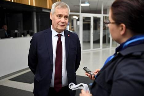 Antti Rinne puhui eduskuntavaalien jälkeisistä tunnelmista varhain maanantaiaamuna Ylen tiloissa.