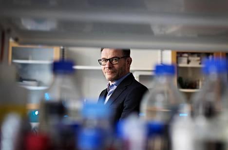 Suekin lääketieteellinen asiantuntija Pekka Rauhala työskentelee yliopistonlehtorina Helsingin yliopiston lääketieteellisen tiedekunnan farmakologian osastolla.