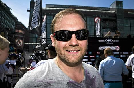 Bluesin ex-omistaja Jussi Salonoja arvostelee kovin sanoin Kalervo Kummolaa.