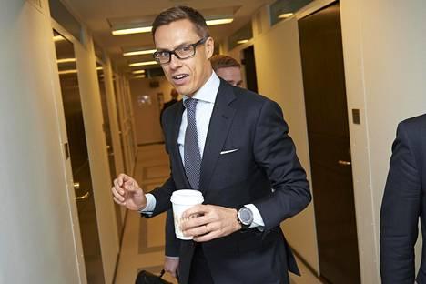 Valtiovarainministeri Alexander Stubb (kok) esittää Raide-Jokerille kehysriihessä 84 miljoonaa euroa. Hän uskoo hankkeen toteutuvan.