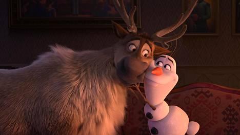 Frozen 2:ssa seikkailevat muun muassa poro Sven ja lumiukko Olaf.