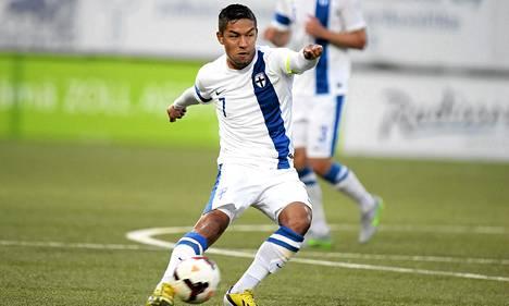 Moshtagh Yaghoubi laukoi Suomelle kaksi maalia Färsaaria vastaan.