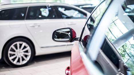 Uusia autoja myydään entistä vähemmän.