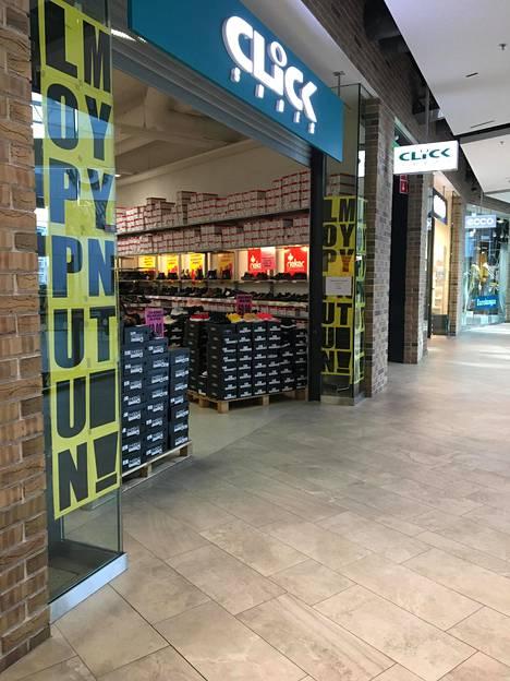 Kenkäkauppa Click Shoes mainostaa loppuunmyyntiä.