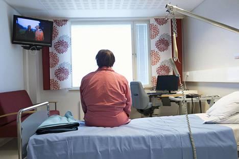 Sairaanhoitopiirit kielsivät potilaiden omaisten vierailut kaikkiin tiloihinsa maaliskuun puolivälissä. Kuva Kemin keskussairaalasta kesäkuulta 2019.