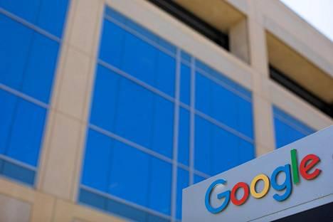 Googlen kyltti sen Kalifornian Irvinessä sijaitsevan toimiston edustalla.