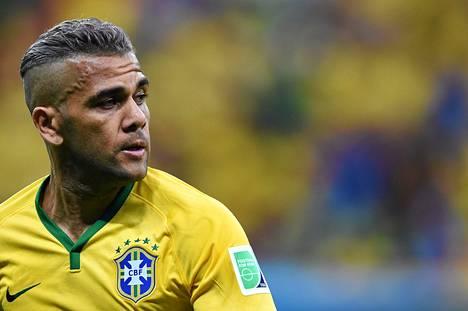 Tukan värjääminen harmaaksi ei varsinaisesti nuorentanut Brasilian Dani Alvesin, 31, olemusta.