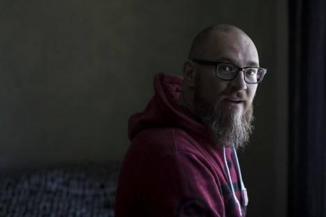 Kim Holviala ylläpiti Tor-verkossa huumekaupan keskuksena toiminutta Sipulikanava-sivustoa. Hän sai hovioikeudessa neljä vuotta vankeutta muun muassa avunannosta törkeisiin huumerikoksiin.