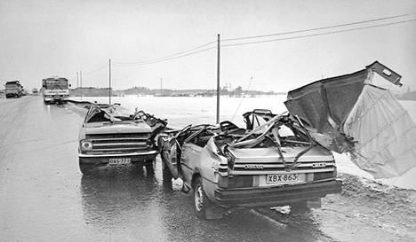 Opelin ja Volvon kolari Siilinjärvellä 70- tai 80-luvulla.